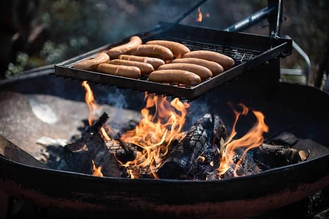 Колбаски по-извозчичьи из сосисок для жарки
