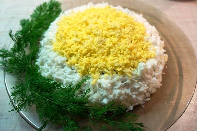 Салат из риса с ветчиной