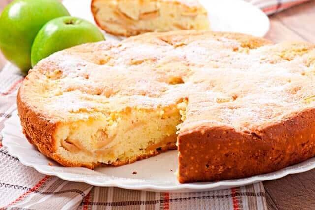 Как сделать бисквит с яблоками