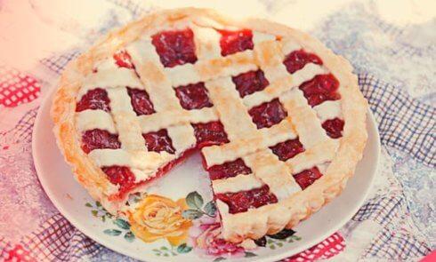 Быстрый пирог с малиной