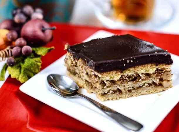 Сухой торт с орехами