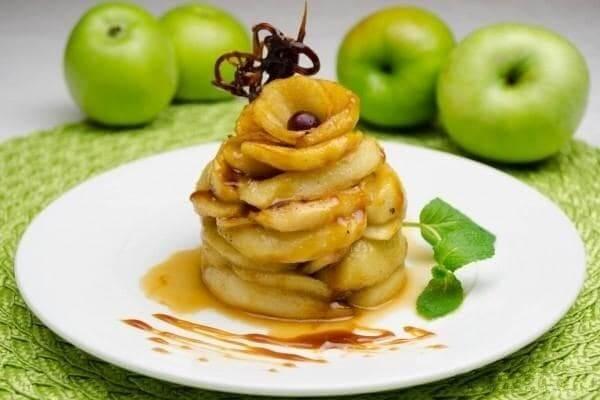 Яблоки в ванильном соусе