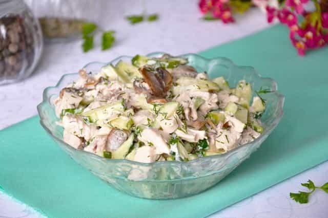 Салат с грибами и огурцом