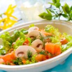Салат с лососем и грибами