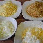 Слоеный салат с яблоком и сыром